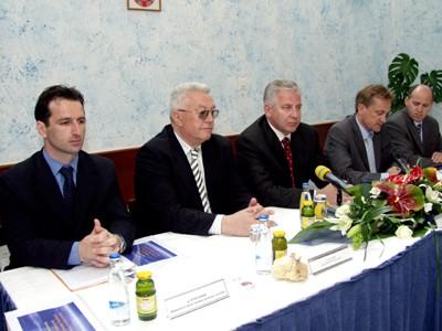 Pomoćnik ministra Josip Borić, potpredsjednik Sabora Luka Bebić, premijer dr. Ivo Sanader, ministar Božidar Kalmeta, državni tajnik Branko Bačić
