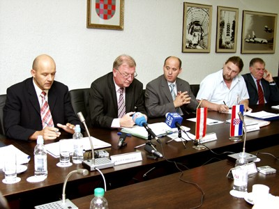 State Secretarys Breglec, Kukacka and Bačić at the press conference