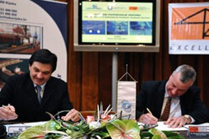 Rijeka, March 5 2011 - Agreement on a new strategic partnership was signed by Denis Vukorepa, CEO of the Port of Rijeka and Manuel Armando Fernandez, Senior Vice President of ICTs-I
